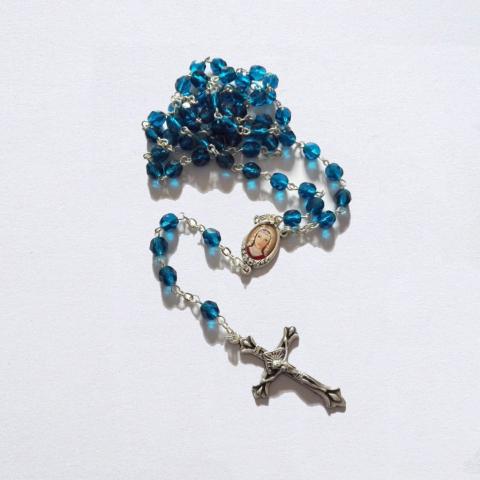 Růženec se svatou Zdislavou - skleněný - modrý.
